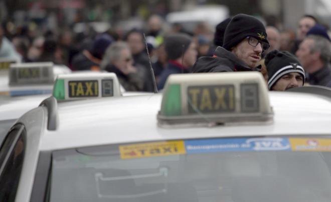 Taxistas en huelga en la Plaza de Colón de Madrid.