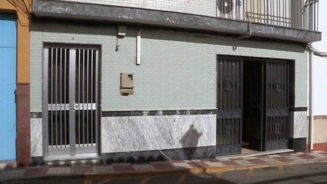 Imagen tomada de televisión de la vivienda del municipio cordobés de Moriles, donde un matrimonio de ancianos ha fallecido esta madrugada a causa de un incendio.