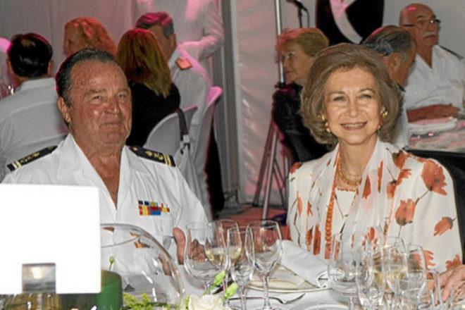 Manuel Casanova y la Reina Sofía, durante la cena de gala de la regata Trofeo SM La Reina en 2009.