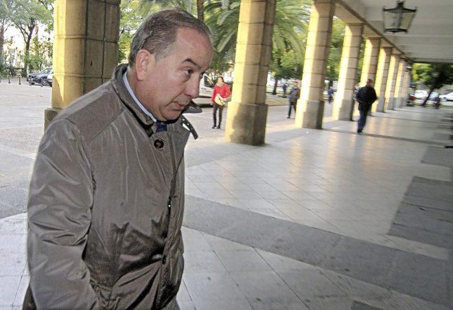El juez instructor del 'caso Invercaria', Juan Gutiérrez Casillas, en los juzgados.