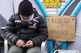 Uno de los siete taxistas en huelga de hambre en Madrid.