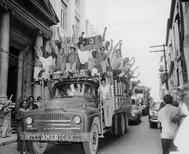Centenares de personas celebran en La Habana la caída de Batista, en 1959