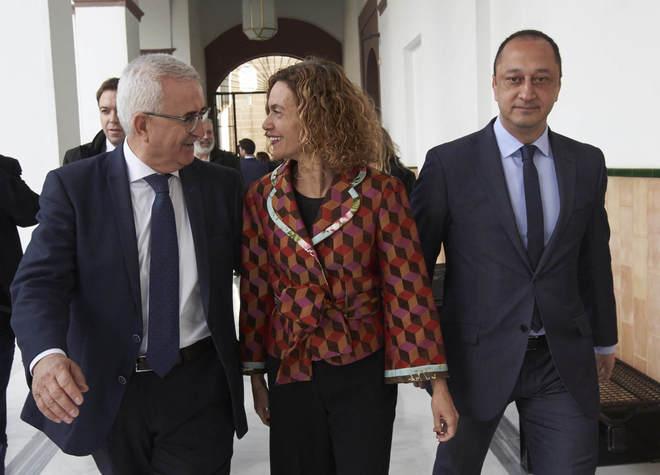 Alfonso Rodríguez Gómez de Celis (a la derecha) junto a la ministra Meritxell Batet y al que fuera número dos de Susana Díaz en la Junta, Manuel Jiménez Barrios, en el Parlamento andaluz el pasado 18 de enero.