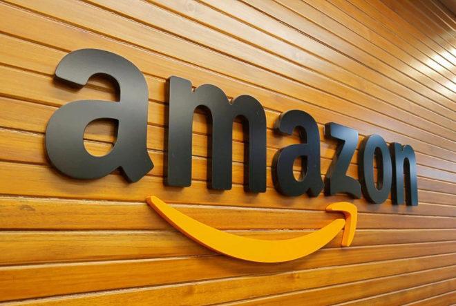 El logo de Amazon en una de sus oficinas.