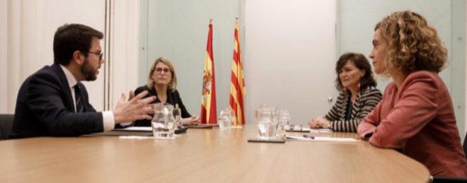 Los representantes de la Generalitat, Elsa Artadi y Pere Aragonès,...