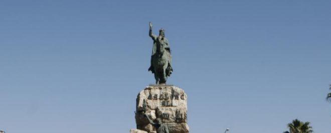 Estatua en la Plaza España de Palma.