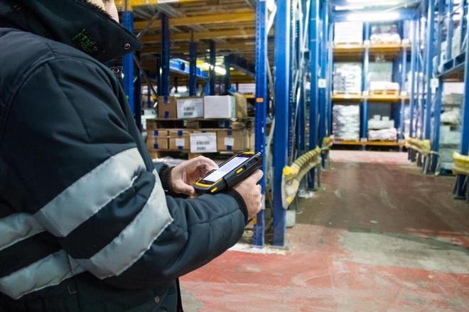 La logística se adapta a la falta de suelo: repartos online desde trasteros o parking públicos