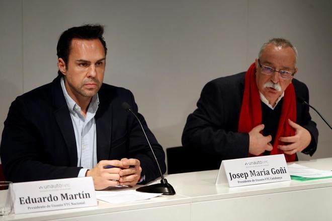 El presidente de la patronal Unauto VTC Cataluña, Josep Maria Goñi (d), y el presidente de Unauto VTC Nacional, Eduardo Martín (i), hoy