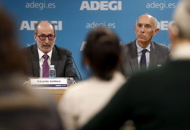 El presidente de Adegi, Eduardo Junkera, con el responsable de competitividad e innovación, Patxi Sasigain