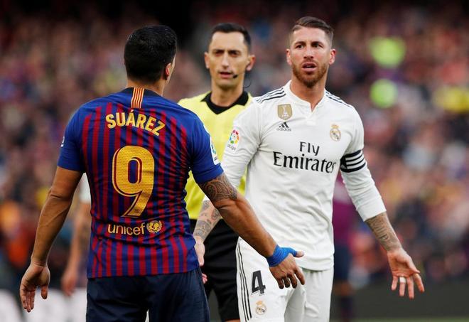 Suárez y Ramos, durante el último Barça-Madrid, en el Camp Nou.