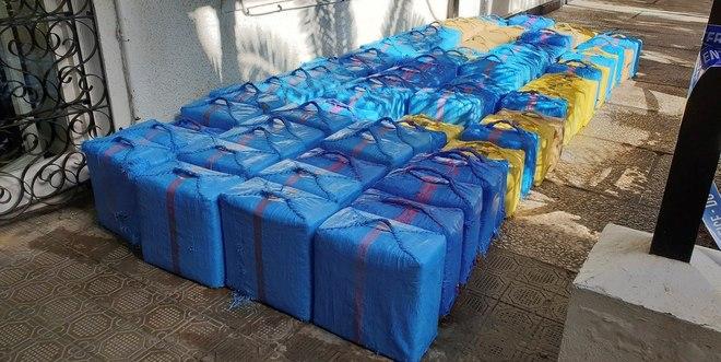 Los fardos de droga que portaba la narcolancha y que fueron recuperados.