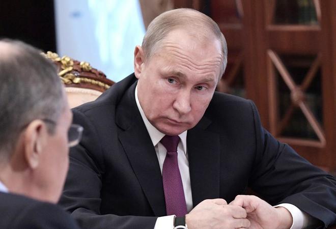 Vladimir Putin, junto a Serguei Lavrov.