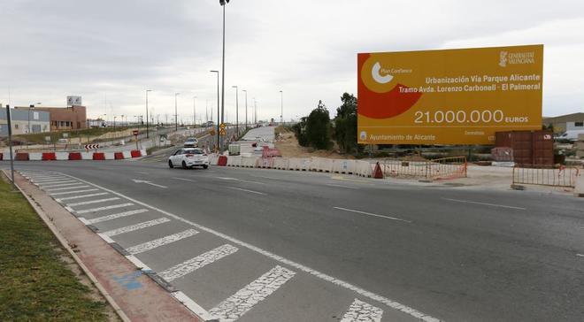 Obras de la vía parque junto al centro comercial Puerta de Alicante.