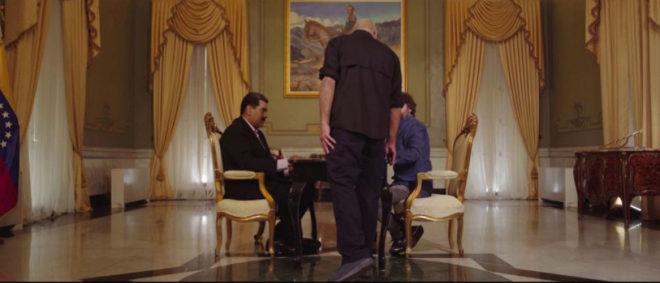 Un asesor de Maduro intenta interrumpir la entrevista