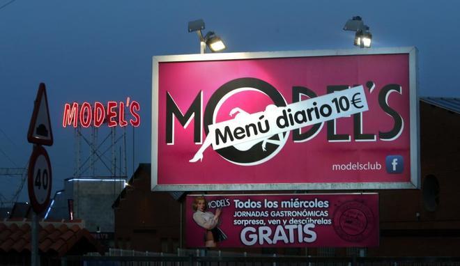 Publicidad de un club de alterne en Siero, Asturias.