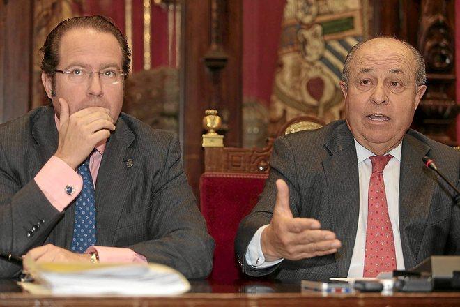 Francisco Ledesma (izqda.) y José Torres Hurtado, durante el mandato del PP en el Ayuntamiento de Granada.