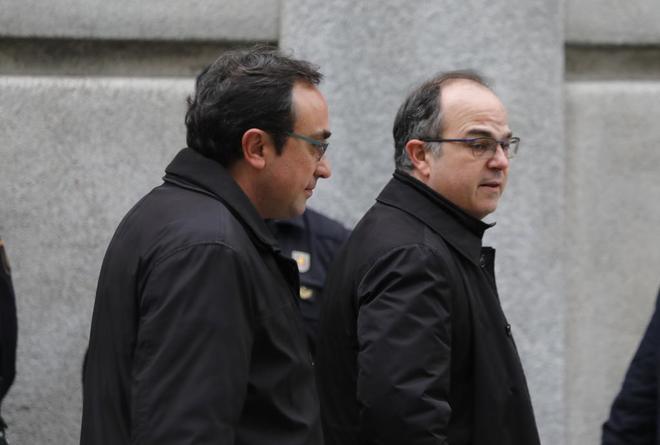 Los ex consejeros de la Generalitat, Jordi Turull y Josep Rull, en su...