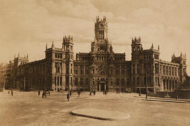 Imagen del edificio del Palacio de Correos, en la primera década del siglo XX.