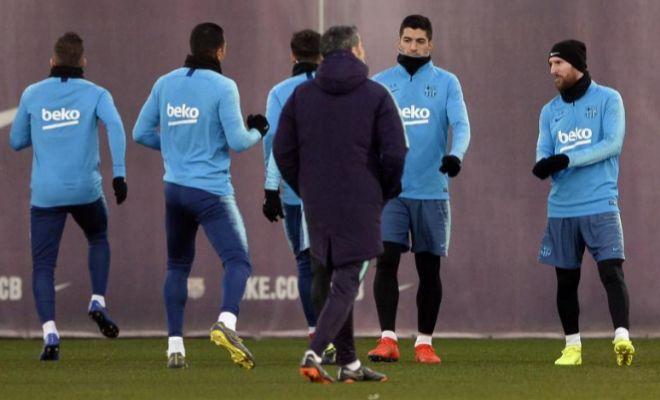 Valverde, junto a Luis Suárez y Messi, durante el último entrenamiento en Sant Joan Despi,