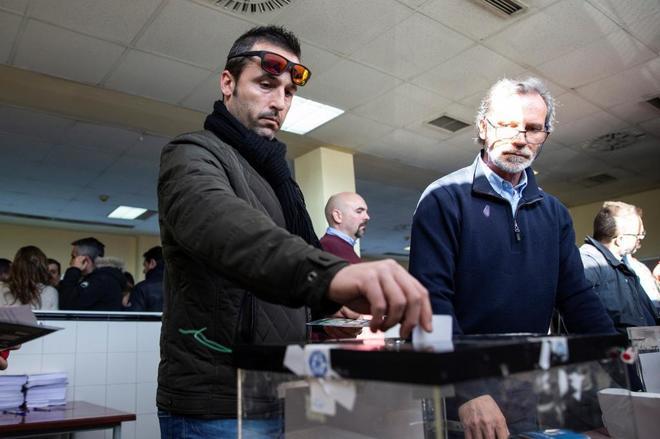 Los taxistas de Madrid votaron ayer desconvocar la huelga iniciada...