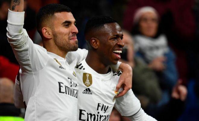 Ceballos y Vinicius festejan el 2-0 ante el Alavés en el Bernabéu.