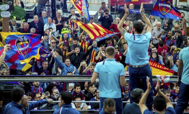 El Levante festeja su último ascenso a Primera, en mayo de 2017.