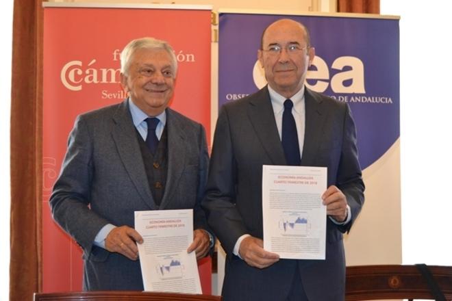 El presidente de la Cámara de Sevilla, Francisco Herrero, y el presidente del Observatorio Económico de Andalucía, Francisco Ferraro.