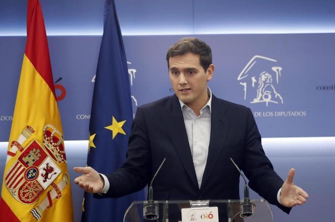 El presidente de Ciudadanos, Albert Rivera, en rueda de prensa en el Congreso de los Diptuados