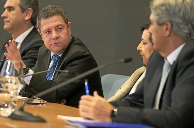 El presidente de Castilla-La Mancha, Emiliano García-Page, ayer junto a la ministra Margarita Robles.