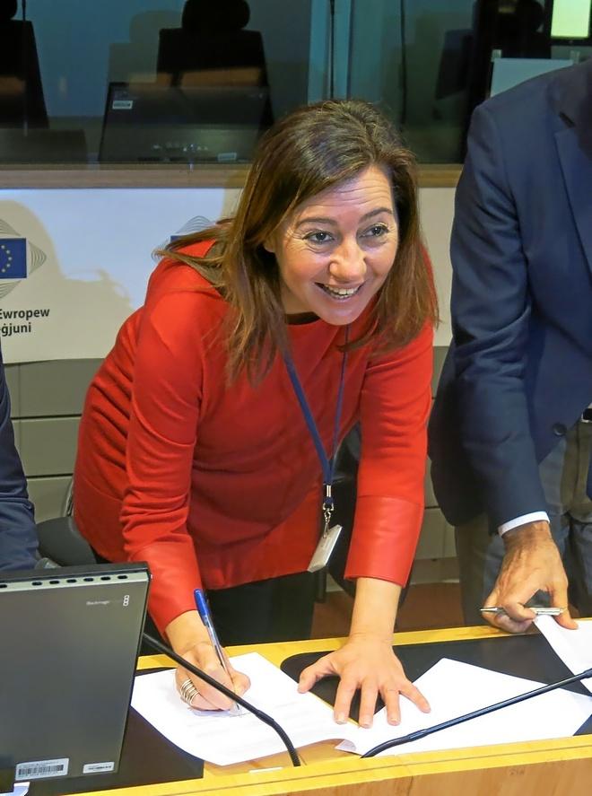 La presidenta Francina Armengol, ayer en Bruselas, donde reclamó la mejora de fondos europeos para las Islas. EFE
