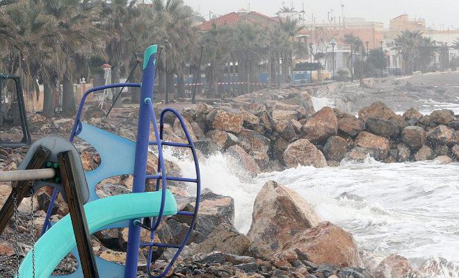 La costa sur, golpeada por un temporal.