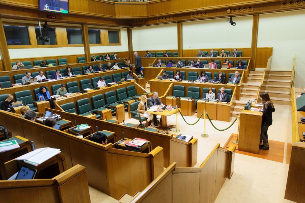 Salón de plenos del Parlamento Vasco