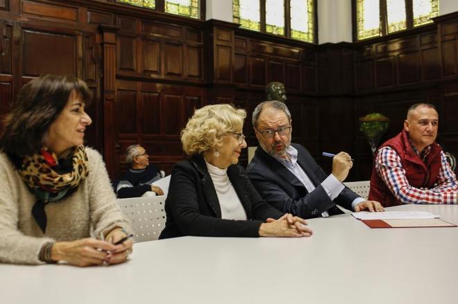Manuela Carmena y Javier Barbero tienen un encuentro con los representantes de la Policía Municipal.