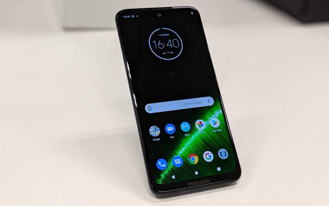 Motorola pelea para mantener su hueco en la gama media