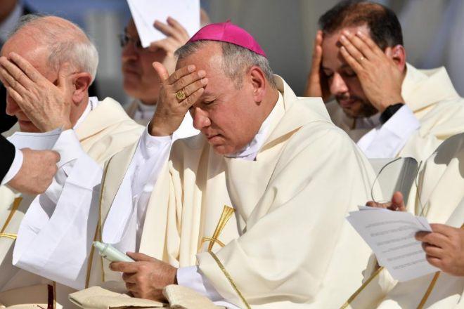 Resultado de imagen para La Fiscalía alemana investiga a 100 sacerdotes por presuntos abusos sexuales