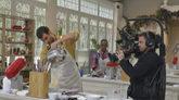 Uno de los concursantes de 'Bake Off España', durante la grabación...