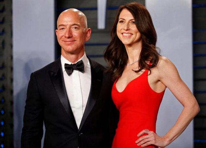 Jeff Bezos en una imagen de la fiesta posterior a los Oscar de 2018 con su entonces esposa MacKenzie.