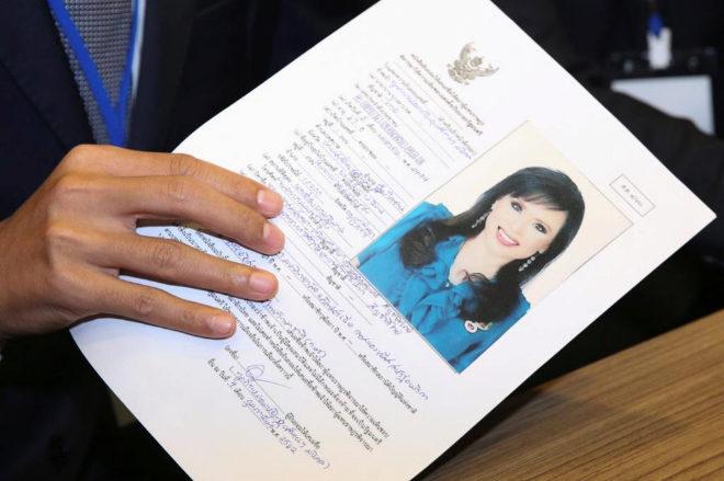 Documento en el que se registra a Ubolratana Rajakanya, hermana del rey de Tailandia, como candidata a primera ministra del país.
