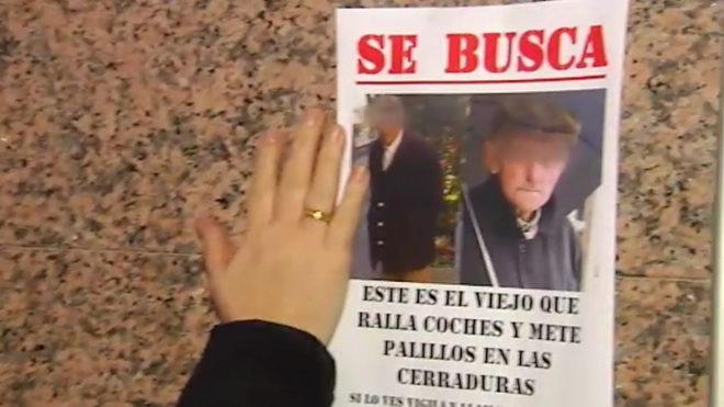 Cartel de búsqueda del anciano acusado de rayar coches en Vigo