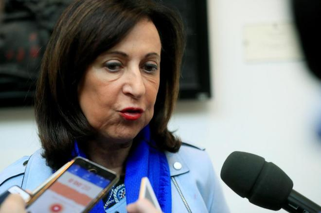 La ministra de Defensa, Margarita Robles, atiende a los medios en el...