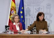 La ministra de Economía, Nadia Calviño, y la vicepresidenta del Gobierno, Carmen Calvo.