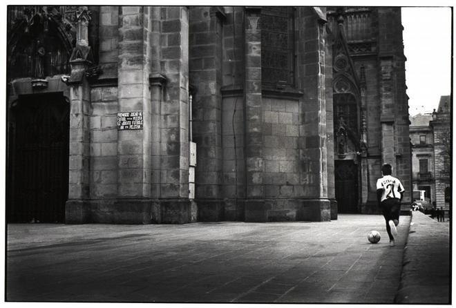 e605b4b1c67d8 Un joven juega en la catedral del Buen Pastor de San Sebastián. JOSÉ AYMÁ