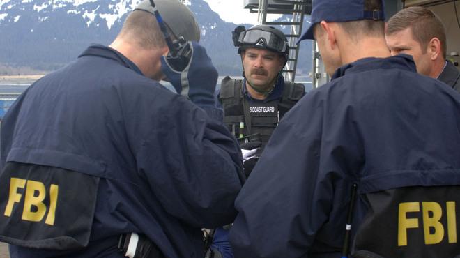 Agentes del FBI durante un operativo.