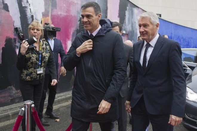 El presidente del Gobierno, Pedro Sánchez, durante su visita a...