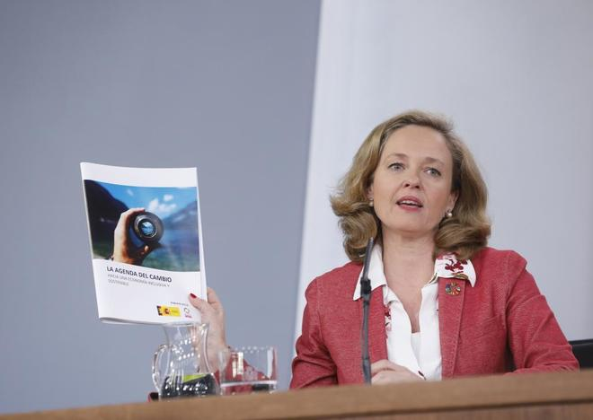 La ministra de Economía, Nadia Calviño, en la rueda de prensa posterior al Consejo de Ministros de ayer.
