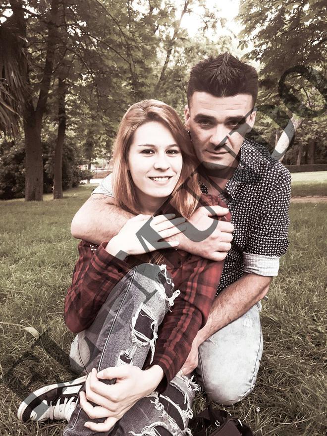 La mujer fallecida en Alcalá de Henares, junto a su novio en una fotografía tomada en 2017.