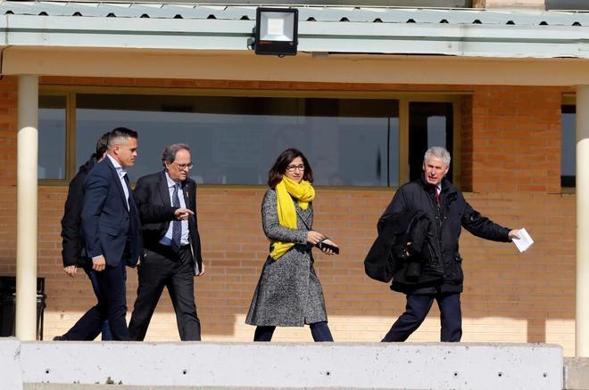 El presidente de la Generalitat, Quim Torra, a la salida este sábado del centro penitenciario de Soto del Real, tras reunirse con el ex vicepresidente y líder de ERC, Oriol Junqueras, y el resto de políticos presos.
