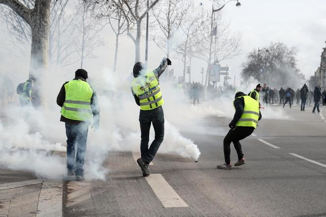 Protesta de los 'chalecos amarillos' en el centro de París.