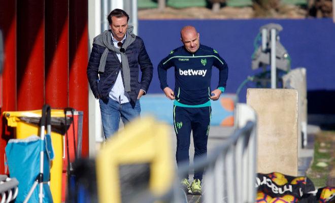Quico Catalán y Paco López, esta mañana, tras reunirse con la plantilla del Levante en la Ciudad Deportiva de Buñol.