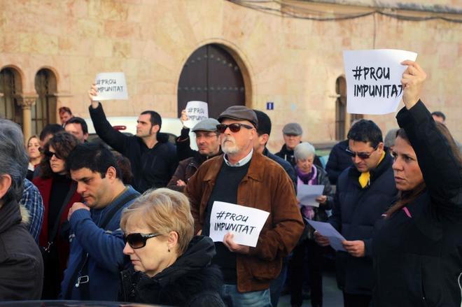 Protestas ante el Arzobispado de Tarragona contra los abusos a...